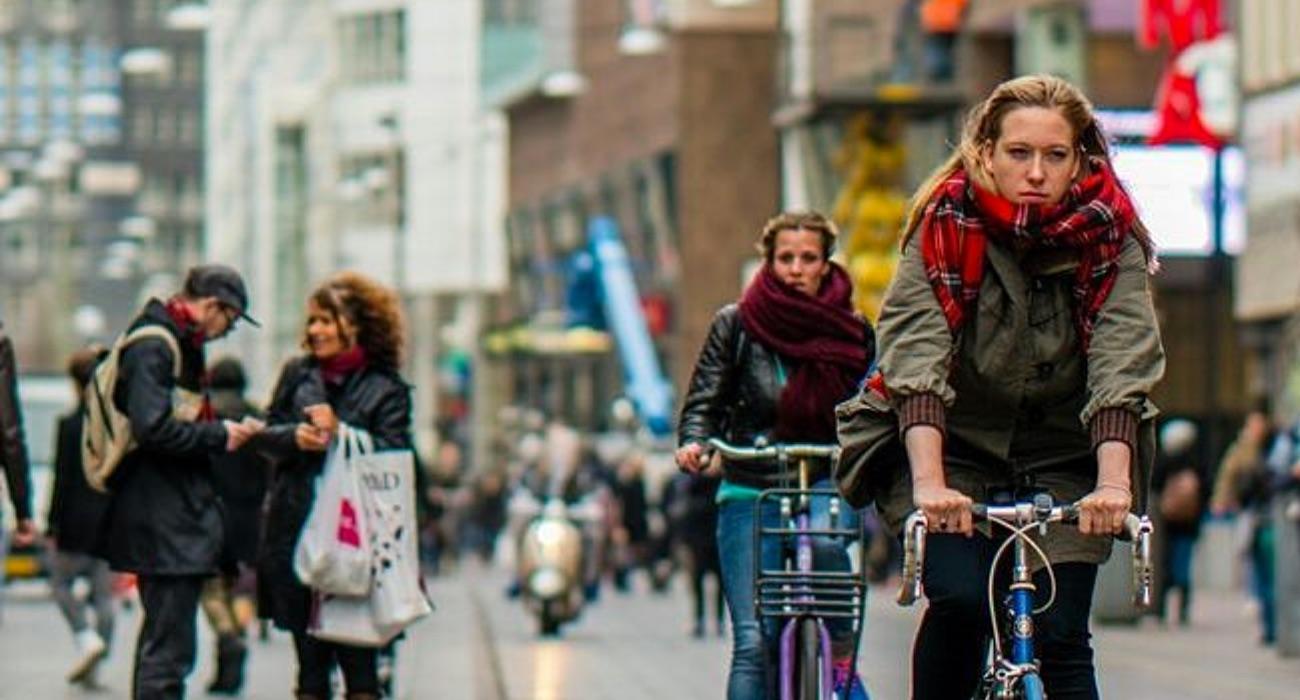 fietsers Grote Markstraat - foto Den Haag FM