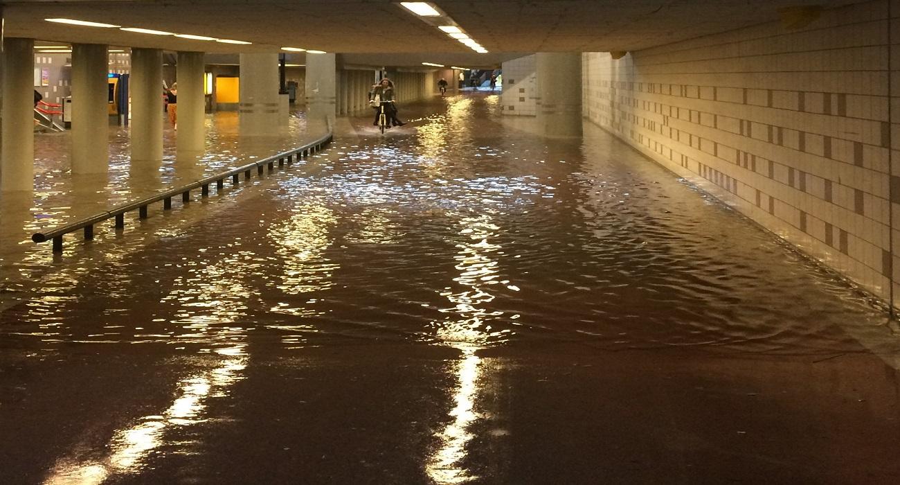 wateroverlast fietstunnel Hollands Spoor